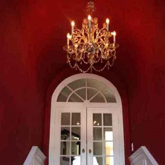 Volltonfarbe Rot in einer Villa in München Nymphenburg